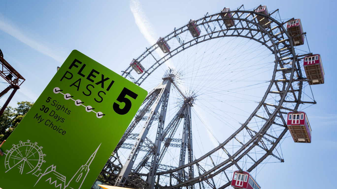 Flexi-PASS-in-front-of-Vienna-Giant-Ferris-Wheel-(c)-Martin-Steiger.jpg