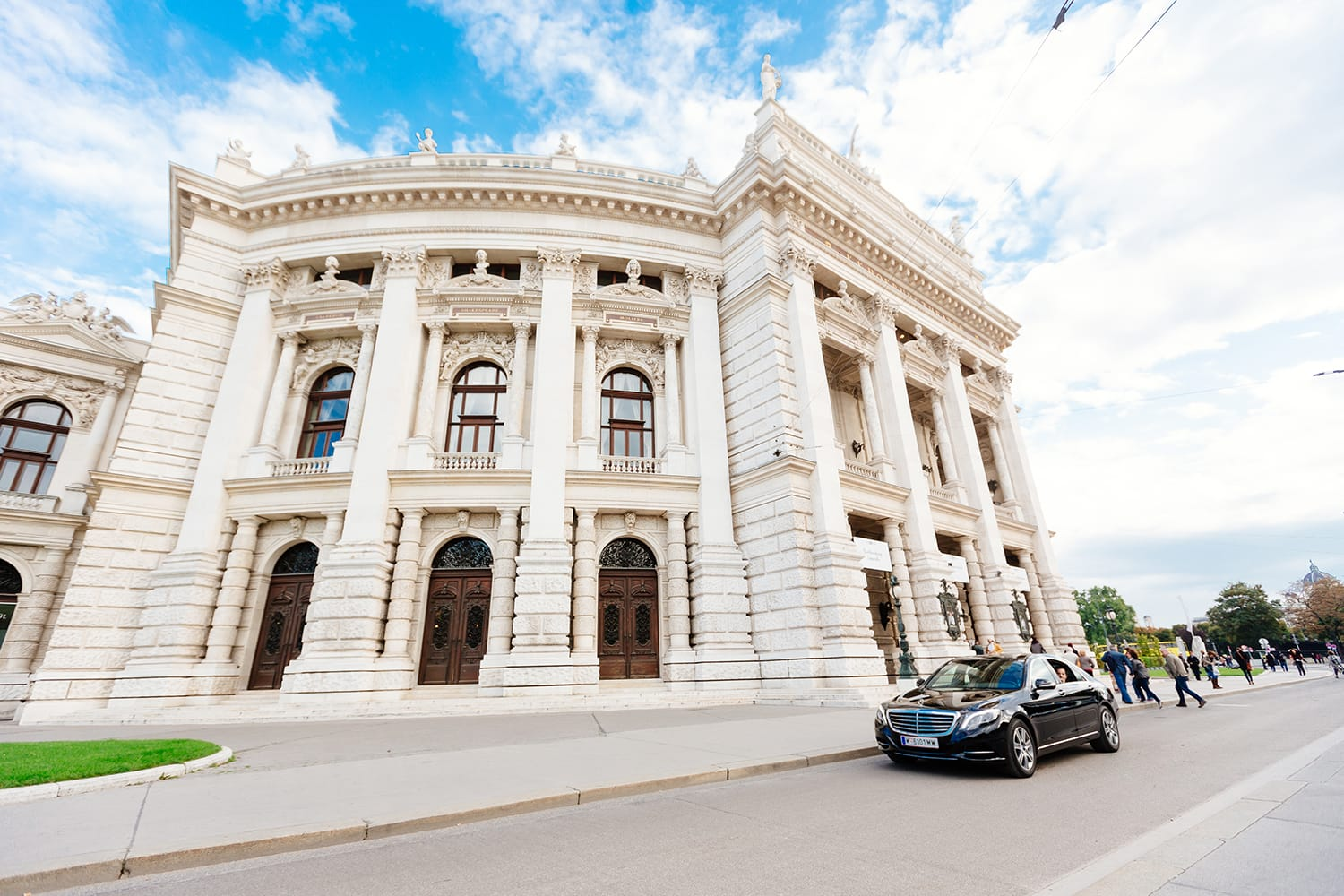 Burgtheater in Vienna (c) VIENNA SIGHTSEEING TOURS/Bernhard Luck