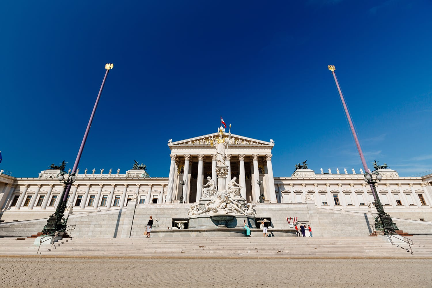 Parliament on the Ringstrasse in Vienna (c) VIENNA SIGHTSEEING TOURS/Bernhard Luck