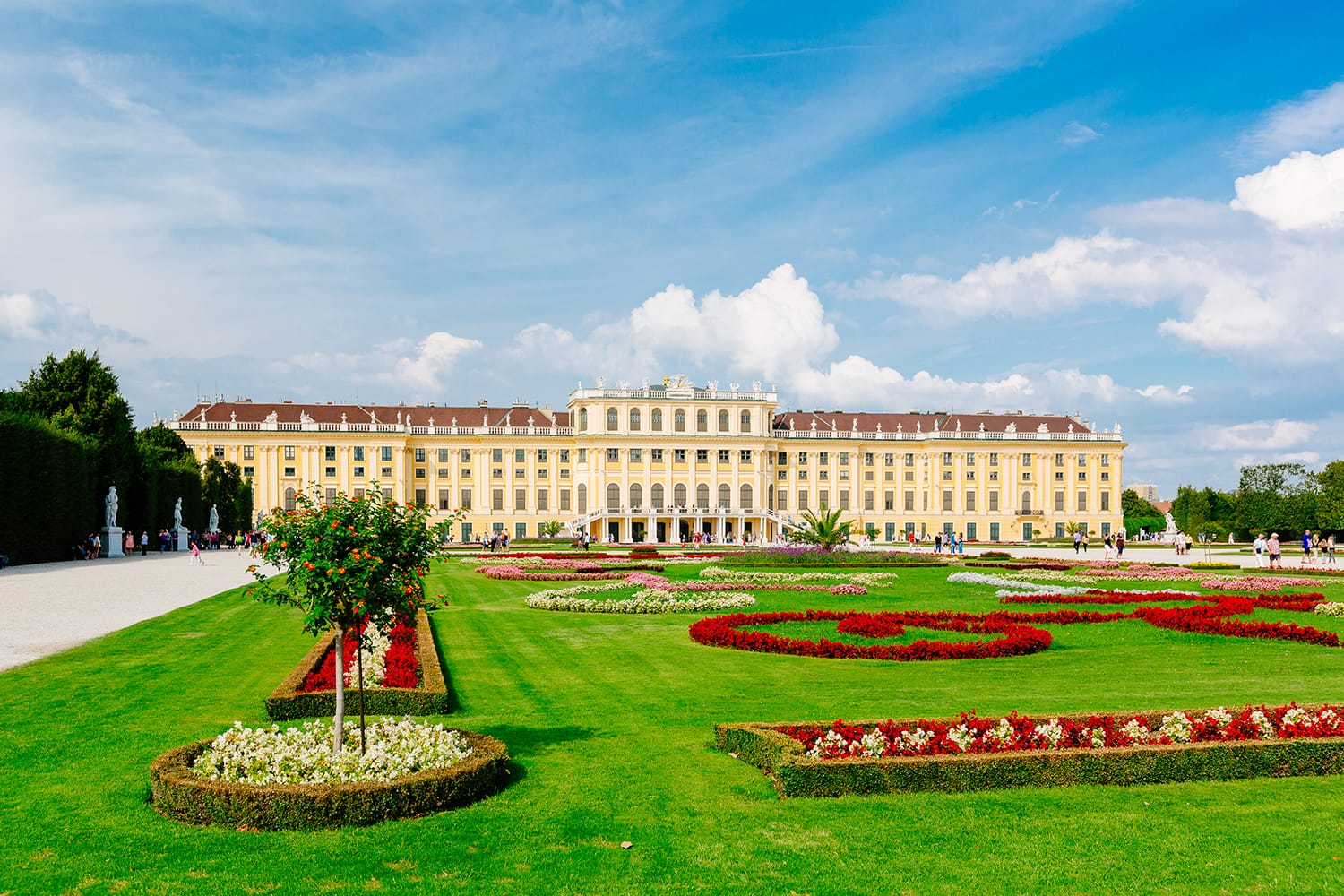 Schoenbrunn Palace in Vienna (c) VIENNA SIGHTSEEING TOURS/Bernhard Luck