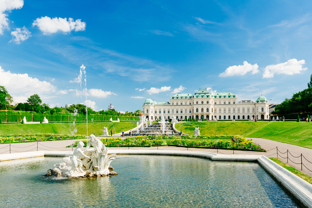 Belvedere palace with a beautiful fountain in Vienna (c) VIENNA SIGHTSEEING TOURS/Bernhard Luck